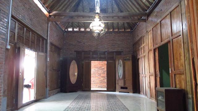 Ruang tengah rumah limasan