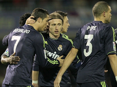 Ronaldo and Modric celebrate a goal wearing the Real Madrid deep blue jersey