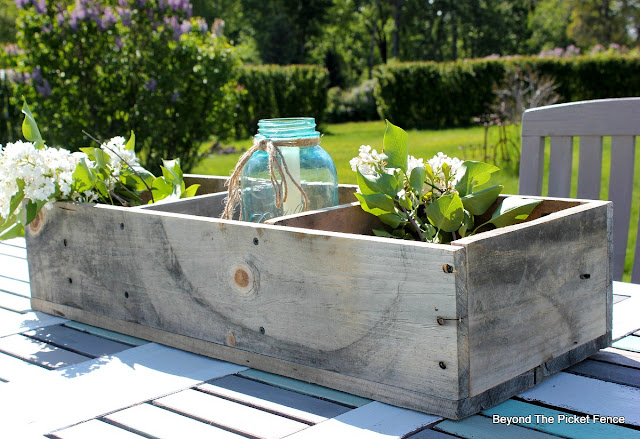 pallet wood, weathered wood, crate, rustic, salvaged, DIY, wood box, http://bec4-beyondthepicketfence.blogspot.com/2016/06/weathered-wood-pallet-crate.html