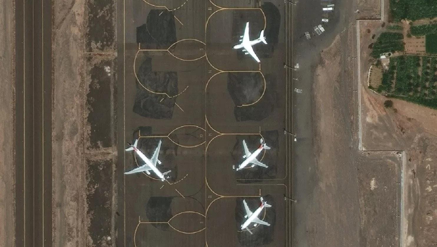 Aviões civis em uma outra parte do aeroporto, por sua vez, ficaram ilesos a partir de 27 de março
