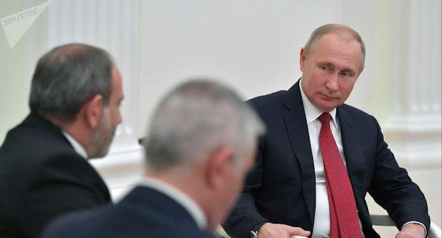 Putin y Pashinyan  discuten temas apremiantes