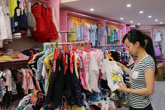 Bạn nên mở 1 shop quần áo để kinh doanh nhé