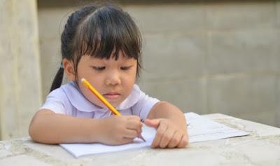 Belajar menulis anak