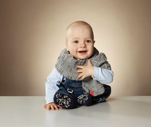 Schicke Schals bietet MyOma auf für die Kleinsten.
