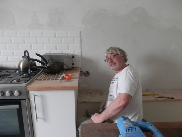 Renovation project - fitting plug sockets in france