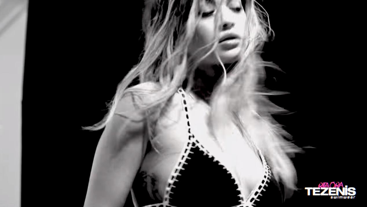 Foto Rita Ora da spot pubblicitario TEZENIS 2016