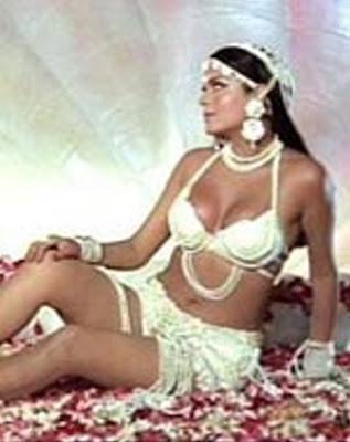Kajal aggarwal showing armpits and boobs in sleeveless saree - 2 8