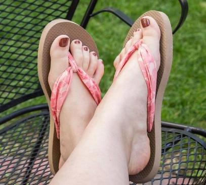 Cara Mengubah Sandal Jepit Menjadi Sandal Trendi dan Anggun Buat Wanita