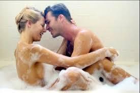 Vợ tắm không khép cửa, nhìn vào định ghẹo thì sốc nặng khi trông thấy!!
