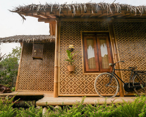 www.Tinuku.com Omah Kecebong Guest House, Resto and Horticulture presents classical Javanese culture directly in the scene