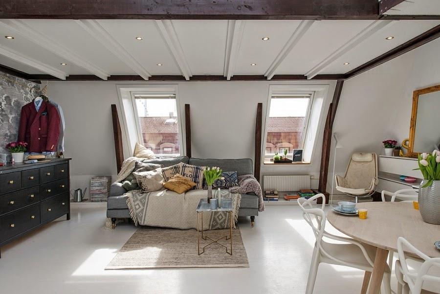 Białe mieszkanie na poddaszu, wystrój wnętrz, wnętrza, urządzanie domu, dekoracje wnętrz, aranżacja wnętrz, inspiracje wnętrz,interior design , dom i wnętrze, aranżacja mieszkania, modne wnętrza, styl klasyczny, styl skandynawski, salon
