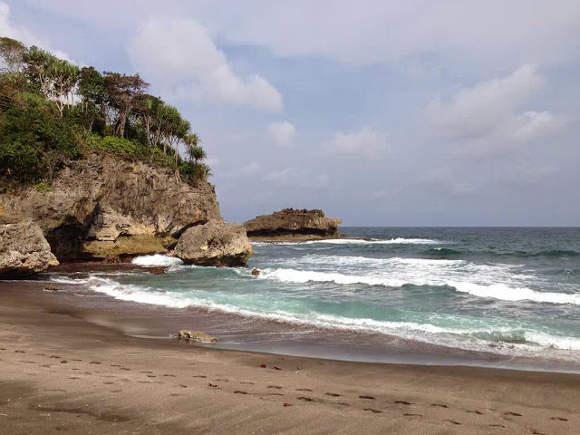Wisata Pantai Madasari Pangandaran, Suasana yang Tenang dan Indah Hadirkan Relaksasi