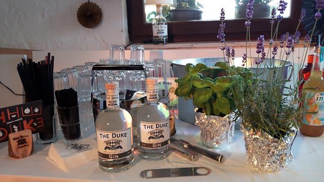 Gin Tonic mit Lavendel, Salbei oder Basilikum