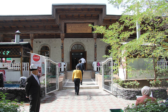 Kirghizistan, Bichkek, ak kalpak, chaïkhana Jalalabad, © L. Gigout, 2012