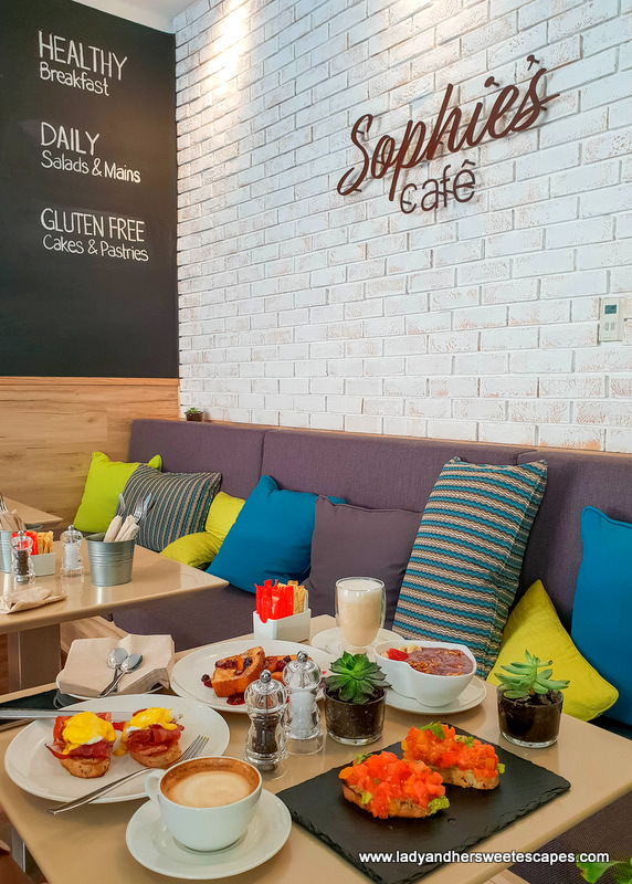 sophies cafe dubai breakfast spread