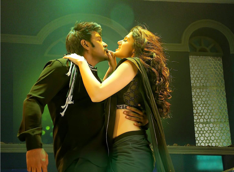 [Image: Raghava-Lawrence-Kanchana-2-Movie-Stills...%2B(3).jpg]