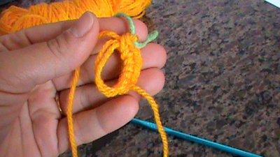 Água viva | Crocheted jellyfish, Crochet projects, Rainbow crafts | 225x400