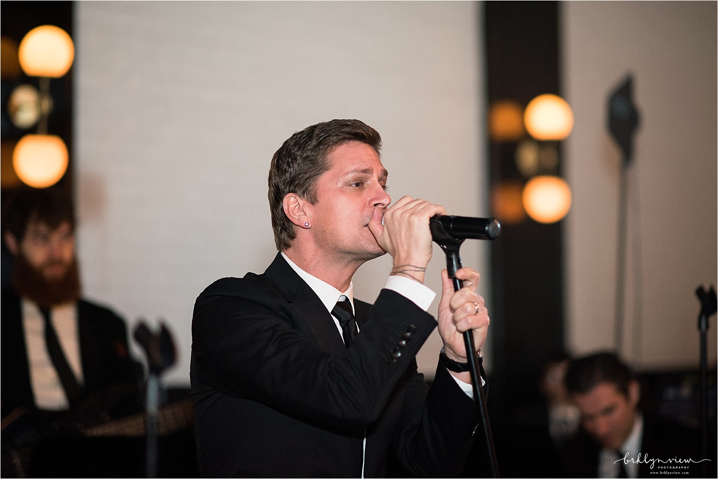 Rob Thomas Singing First Dance Song
