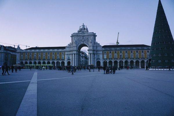 なんとなく寂しい感じのコメルシオ広場