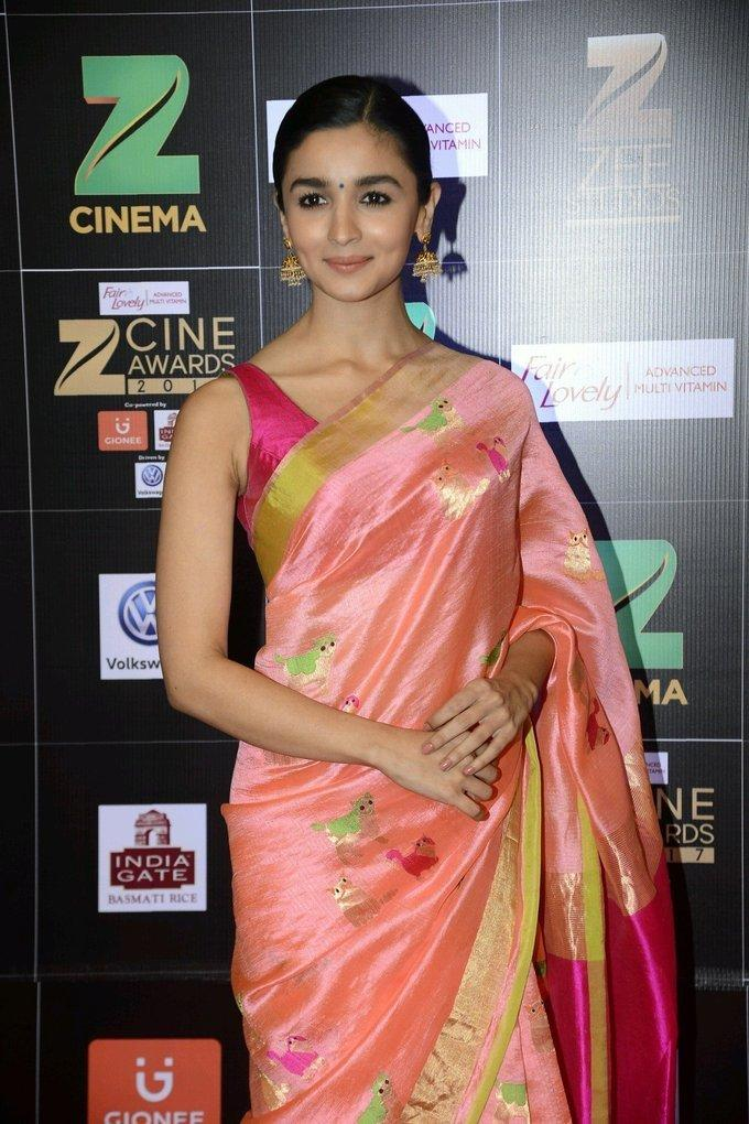 Indian Actress Alia Bhatt At Zee Cine Awards 2017