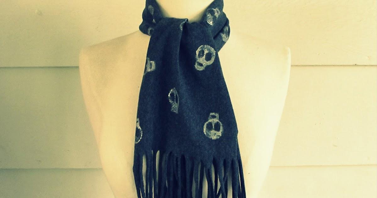 WobiSobi: Skull, Tee-Shirt Scarf, DIY