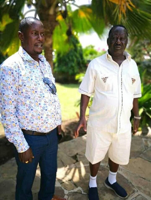Going viral! Raila Odinga stuns Kenyans with his latest  fashion that made him  look hotter than  a college boy(Photo).