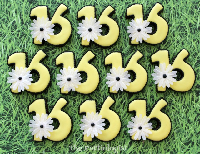 Daisy Sweet Sixteen Cookies