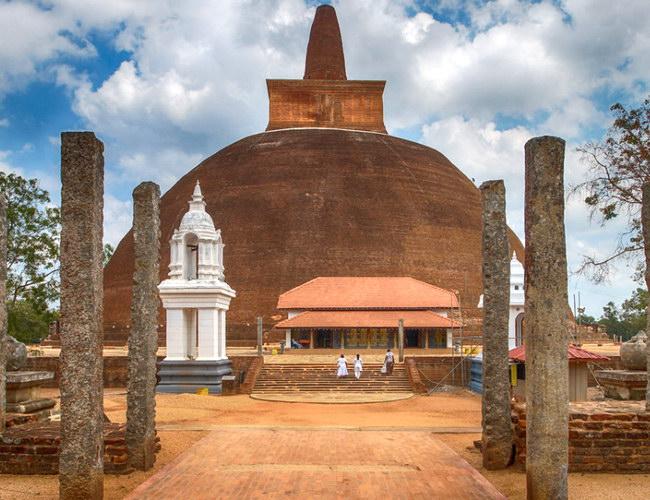 Xvlor Abhayagiri Vihara is complex of Buddhist sites in Anuradhapura