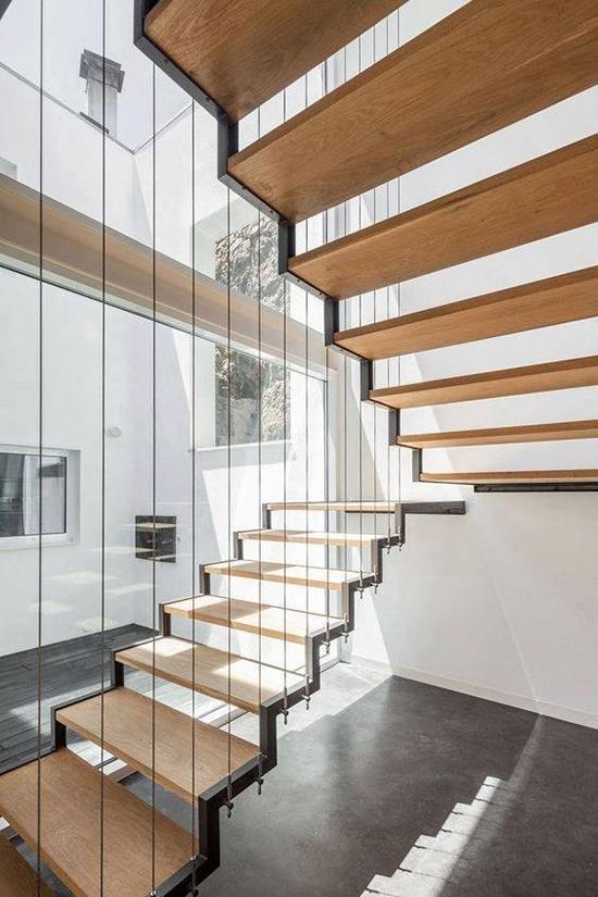 11 gambar inspirasi desain tangga minimalis dengan pijakan pipih
