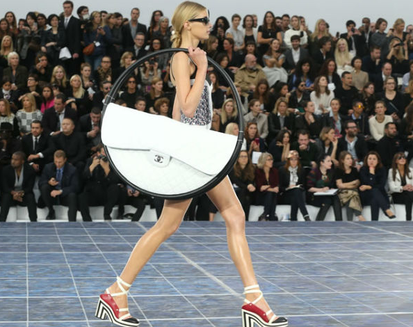 Beg Tangan Teman Baik Wanita. Kenali Teman Wanita Anda Dari 7 Cara Membawa Beg