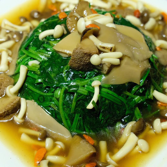 Monkey Mushroom with Chinese Spinach