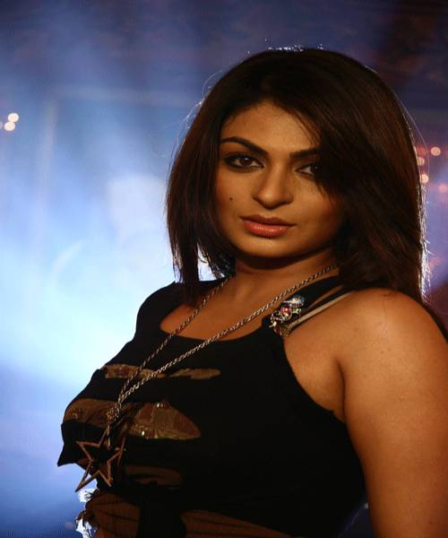 Neeru Bajwa cute Picture, bold photo