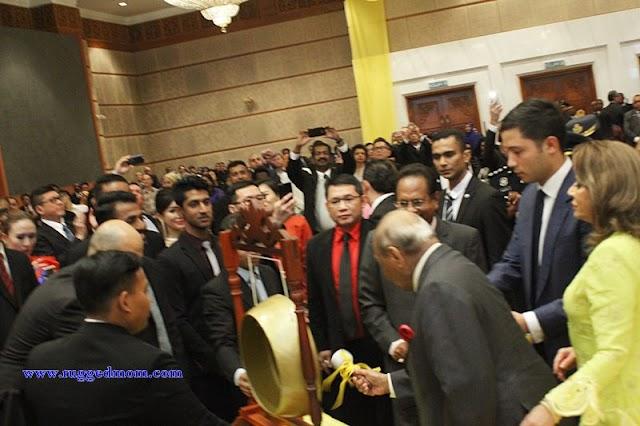 """Mengiktiraf Sumbangan Sultan Pahang Dalam Bolasepak, Buku """"The Royal Legend of Football"""" Dilancarkan"""