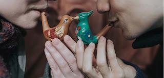 """""""Το έξυπνο πουλί"""" του Ζωρζ Φεντώ, σε σκηνοθεσία Μάνου Βαβαδάκη και Γιώργου Κατσή"""