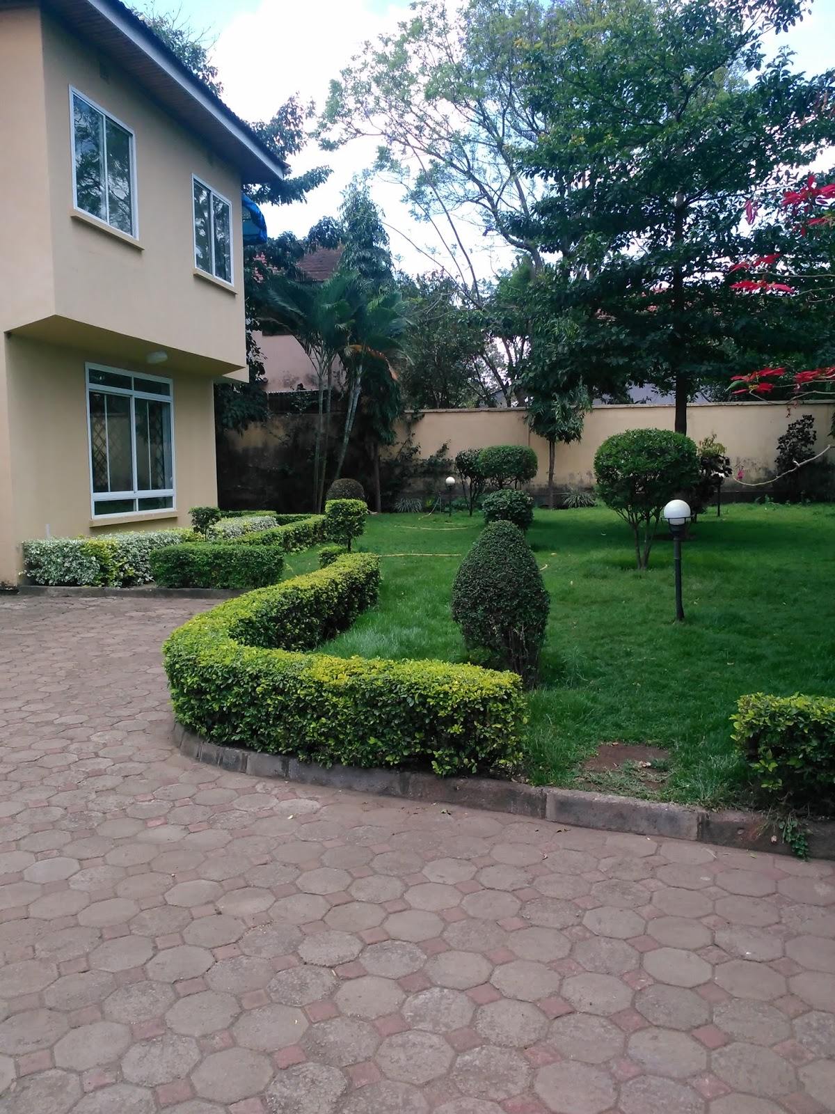 beautiful garden homes for rent.  This is 4 bedroom house large kitchen beautiful garden and rooms location prime at Njiro AGM Rent in Tanzania Arusha rent houses Houses for sale