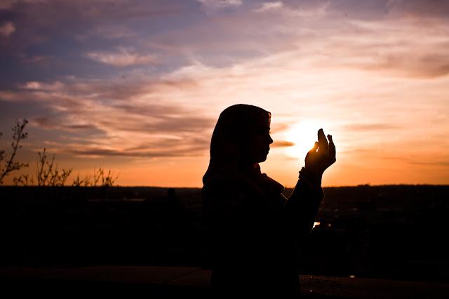 Menjadikan Doa Sebagai Sarana Penghubung Dengan Tuhan Dan Sarana Kebahagiaan