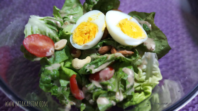 MIXED NUTTY SALAD with EGG