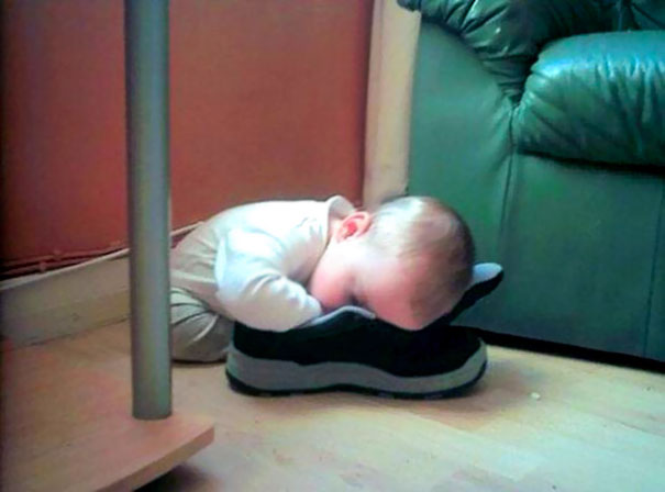 15+ Hilarious Pics That Prove Kids Can Sleep Anywhere - Napping In A Shoe