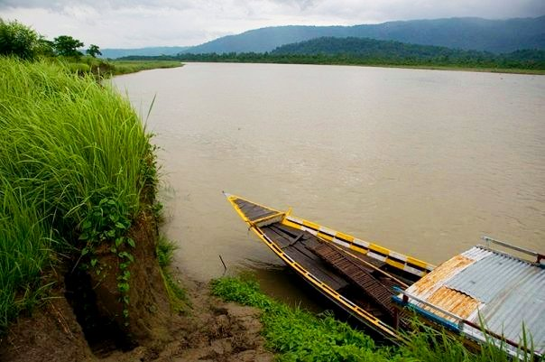Brahmaputra river near Bura Pahar range at Kaziranga National Park (photo - Nassif Ahmed)