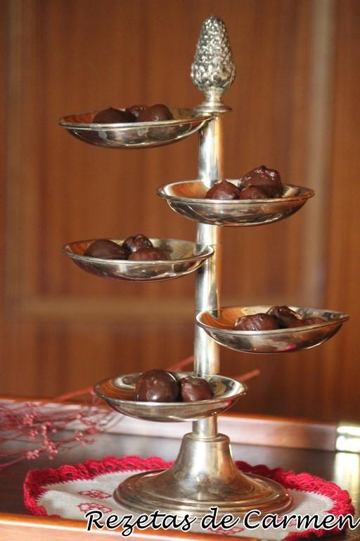 Cómo hacer picotas recubiertas de chocolate