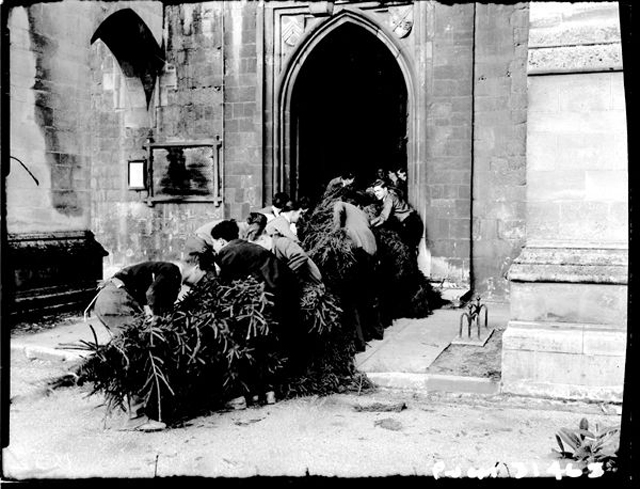 Interesting Old Photos Show The Story Behind The Christmas