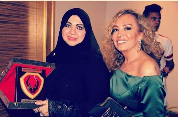عرض أزياء مذهل لـ العالمية «منى المنصورى» على ضفاف «نيل القاهرة»
