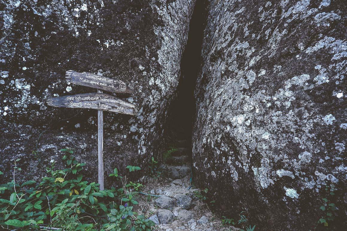 Lorong sempit yang harus dilewati untuk menuju puncak Gunung Gedhe.