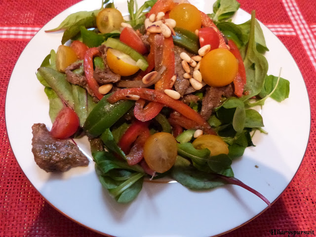 Salade à l'italienne de boeuf mariné au pesto