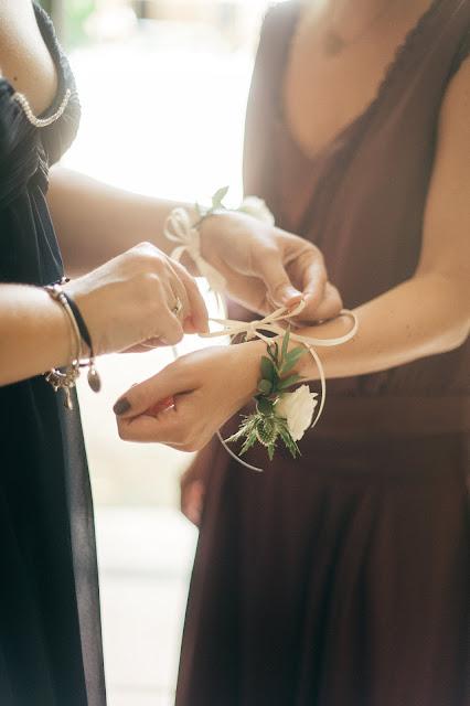Fleuriste mariage Lyon, bracelet de fleurs