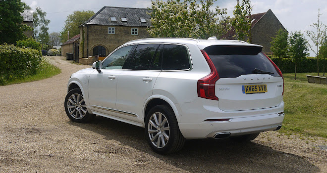 Volvo XC90 T8 rear side view