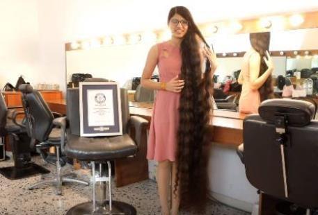 لامتلاكها أطول شعر في العالم..هندية تدخل غينيس فيديو