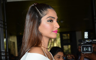 Sexy and Beautiful Sonam Kapoor promoting Pink Lipstick by L'Oreal