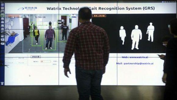 التعرف على هوية الناس من خلال طريقتهم في المشي تكنولوجيا صينية جديدة:
