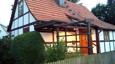 """Hauseingang vom Ferienhaus in Hessen """" Knusperhäuschen Weserbergland """""""